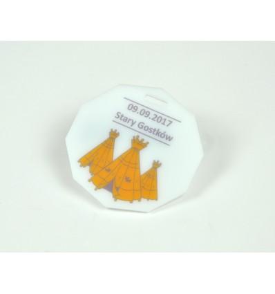 Medal plexi mleczna z nadrukiem UV 8x8cm grubość 3mm