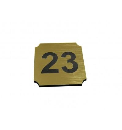 Numer na wieszak szatniowy z laminatu 2,5x2,5 cm grubość 1,6 mm
