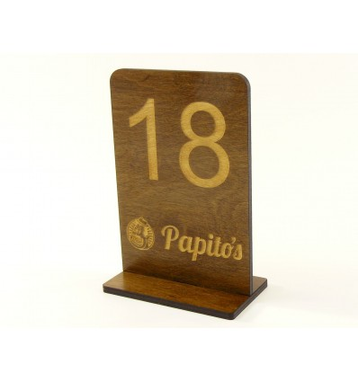 Drewniany numerek na stół  z logo 10x15cm, grubość 5mm