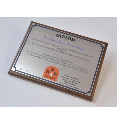 Dyplom okolicznościowy na drewnianym podkładzie, nadruk na laminacie grawerskim - format A4 poziom